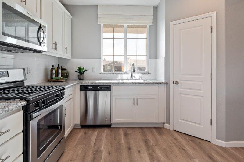 Front facing kitchen with corner pantry