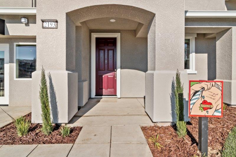 Entry to Corazon model home
