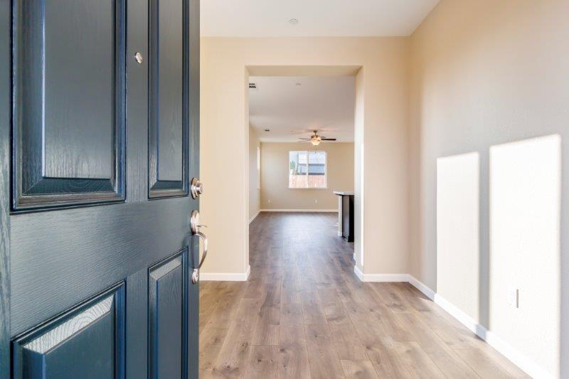 Defined entry foyer