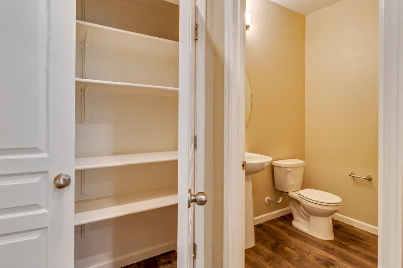 Storage and powder bath close to entertaining