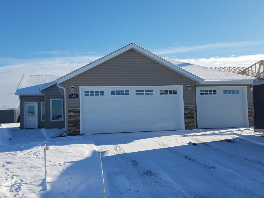 668 38th Avenue E, West Fargo, ND