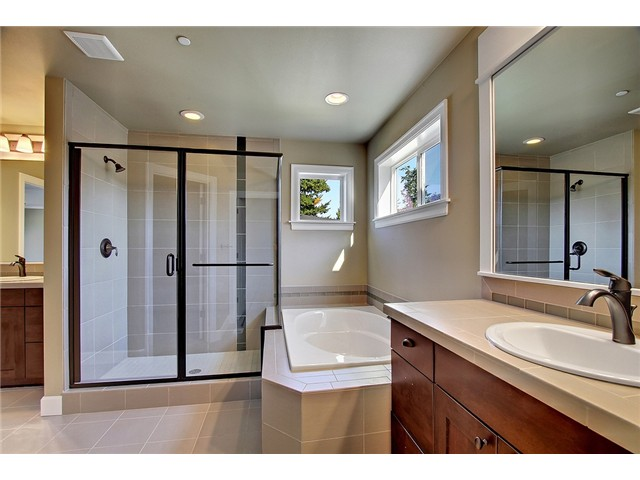 11117 Home Master Bathroom Interior