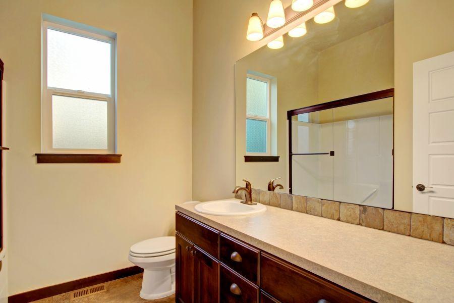 Chestnut 2766 Main Bathroom