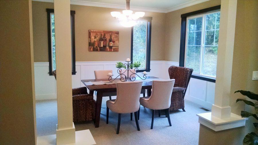 Pilchuck 3591 Dining Room