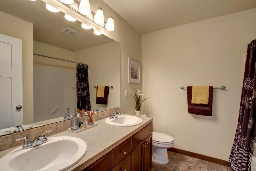 The Poplar 2305 Main Bathroom