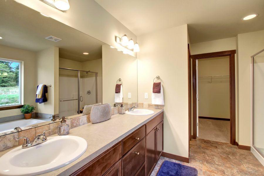 The Poplar 2305 Master Bathroom