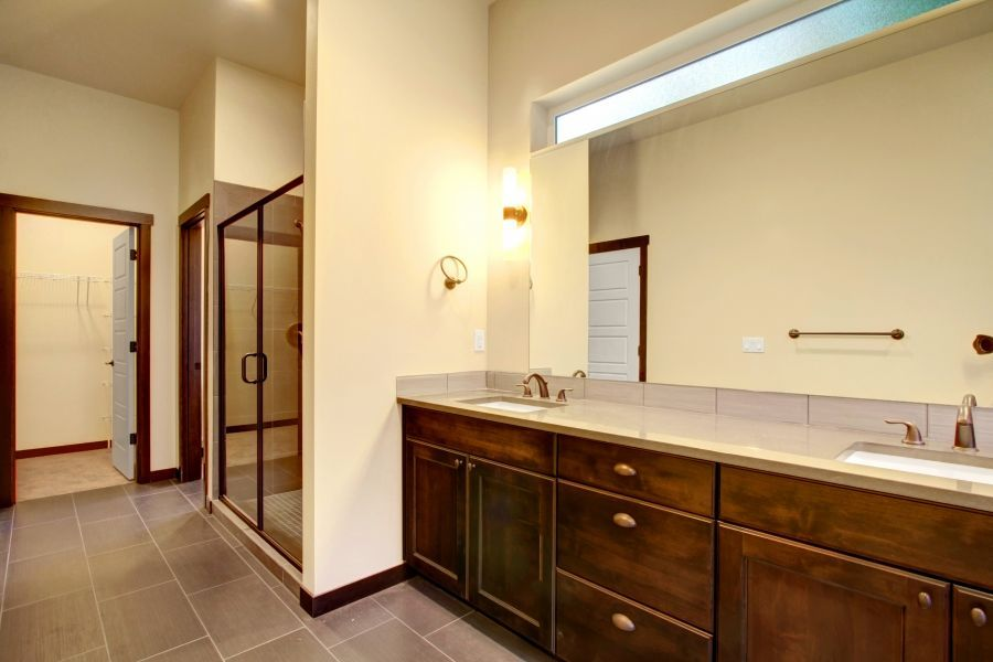 Chestnut 2766 Master Bathroom